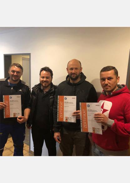 Die Bauder TÜV-zertifizierten Bitumen-Verleger der Firma Hoffmann mit Geschäftsführer Manuel Hoffmann